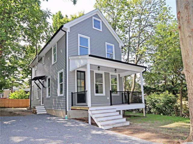 3 BR,  3.50 BTH  Colonial style home in Sea Cliff